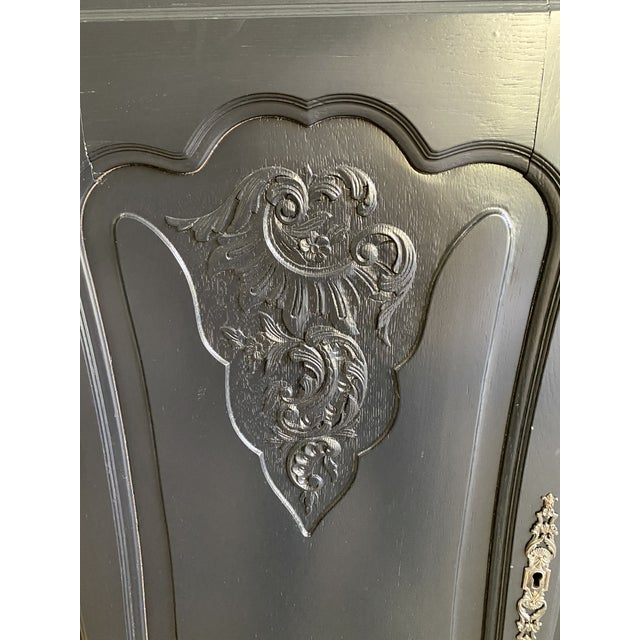 20th Century French Country Dark Gray Hutch Buffet For Sale In Greenville, SC - Image 6 of 10