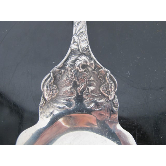 Figurative Antique Sterling Silver Reed & Barton Love Disarmed Fish Slice Server For Sale - Image 3 of 7