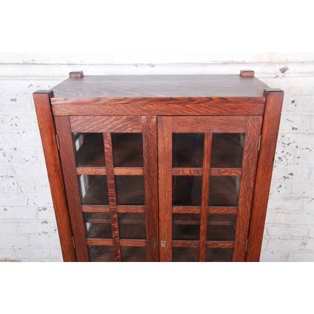 American Arts & Crafts Period Quartersawn Oak Bookcase, Circa 1900 For Sale In South Bend - Image 6 of 9