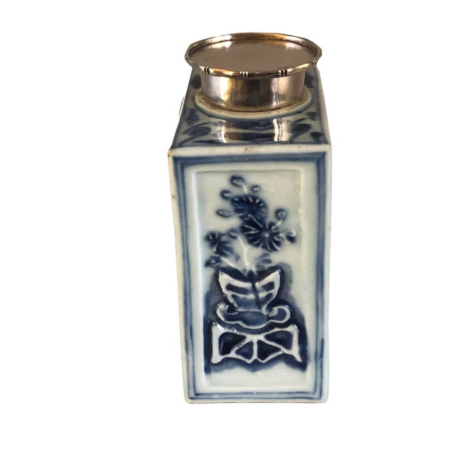 18th Century Chinese Blue and White Tea Caddy For Sale - Image 4 of 8