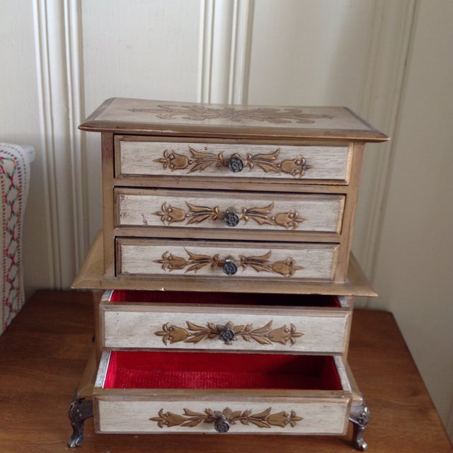 Mid-Century French Provincial Jewelry Box For Sale - Image 5 of 9