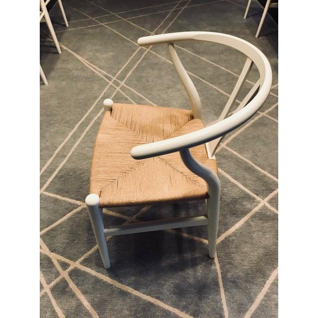 Carl Hansen & Søn Hans Wegner White Wishbone Chairs - Set of 6 For Sale - Image 4 of 11
