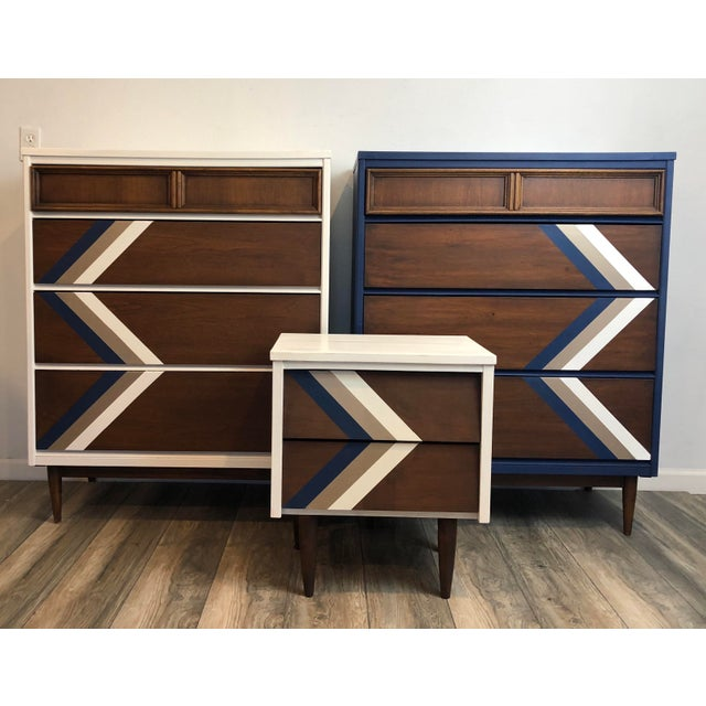 Vintage Bassett Mid Century Chest of Drawers & Night Stand - Set of 3 For Sale - Image 11 of 11
