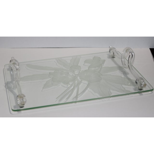American 1940s Etched Glass Anemone Flower Vanity Tray With Decorative Lucite Faux-Handles For Sale - Image 3 of 11