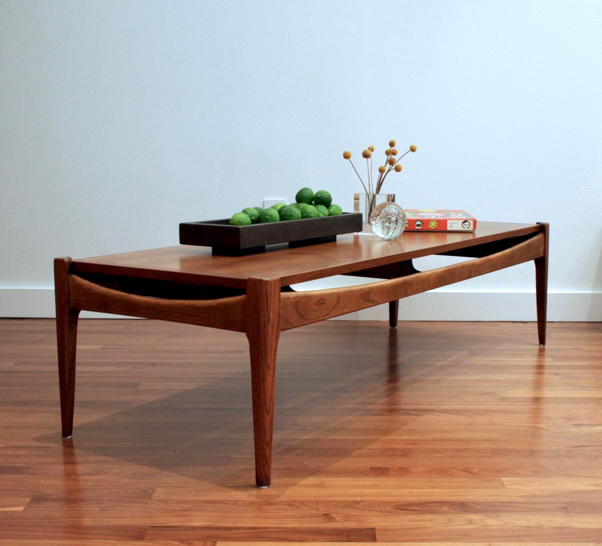 Americana Midcentury Modern Bassett Artisan Collection Walnut Coffee Table  For Sale   Image 3 Of 13