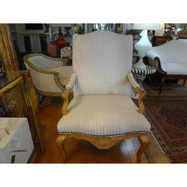 French 18th Century French Régence Giltwood Chair For Sale - Image 3 of 13