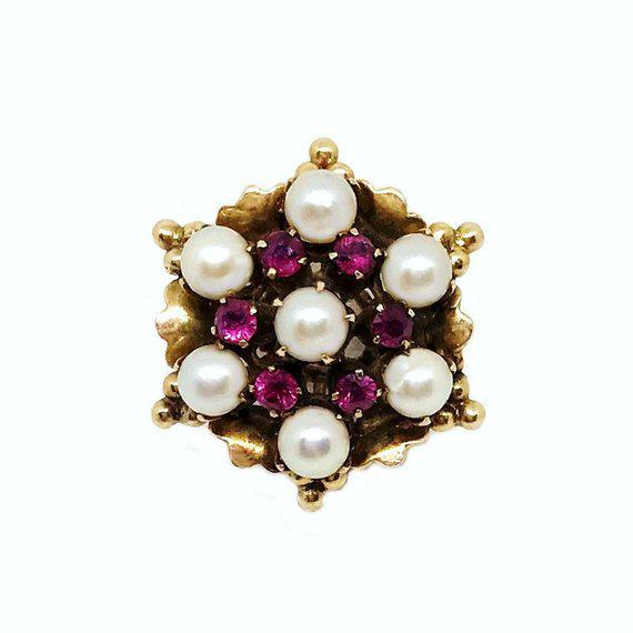 1960s 18k Gold Ruby and Pearl Ring For Sale - Image 5 of 5