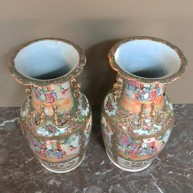 Pair 19th Century Hand-Painted Cantonese Rose Medallion Porcelain Vases For Sale - Image 11 of 13