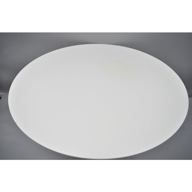 "Contemporary Contemporary Modern White Saarinen Style Tulip Base 47"" Round Dining Table For Sale - Image 3 of 12"