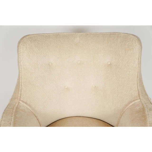 Cream 1940s Barrel Back Moderne Freshly Upholstered Lounge Chairs After Gilbert Rohde, Pair For Sale - Image 8 of 12