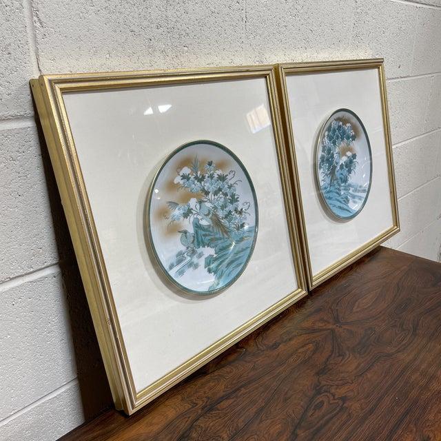 Japanese Framed Imari Japanese Bird Plates - a Pair For Sale - Image 3 of 13