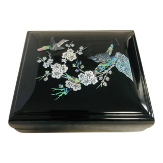 Contemporary Japanese Lacquered & Inlaid Lidded Decorative Box For Sale