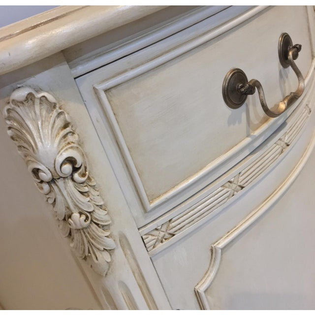 Shabby Chic Bernhardt Sheraton Vintage Buffet Sideboard For Sale - Image 3 of 6