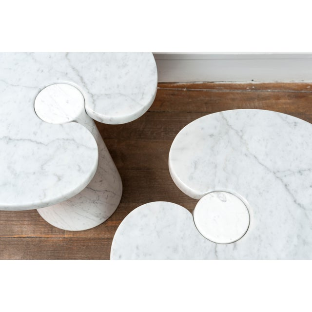 """White Pair of Marble """"Eros"""" Tables by Mangiarotti For Sale - Image 8 of 11"""