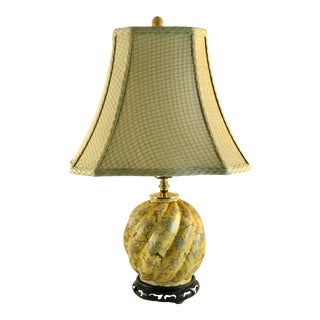 1950s Vintage Chinoiserie Polychrome Yellow Paper Mache Melon Table Lamp With Shade For Sale