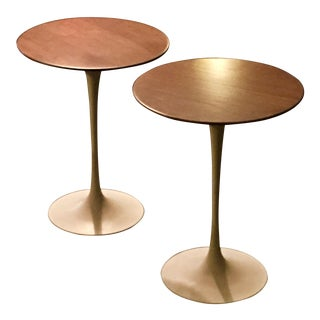 1970s Mid-Century Modern Knoll Wood Round Top Side Tables - a Pair For Sale