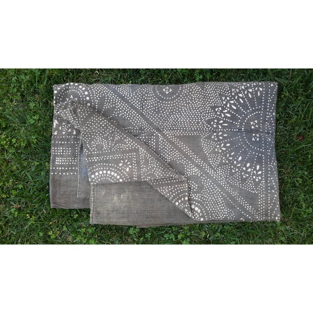 Rare Silver Batik Homespun Panel Throw - Image 2 of 5
