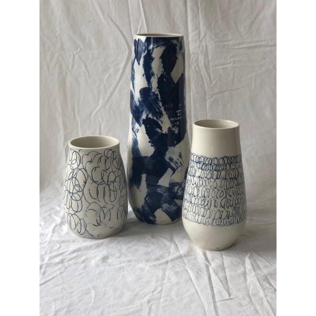 Abstract Cobalt Loop the Loop Vase For Sale - Image 3 of 5