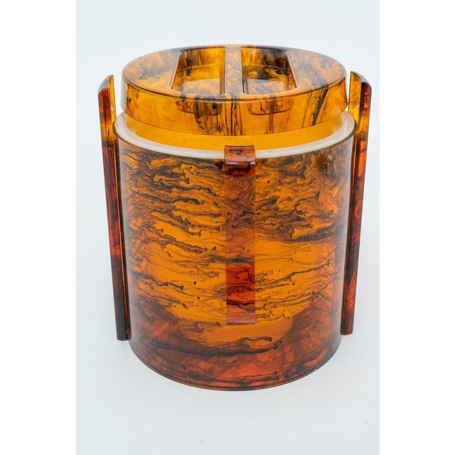 Plastic Faux Tortoise Shell, Marbleized Lucite Ice Bucket With Tongs From 1970s Italy For Sale - Image 7 of 13
