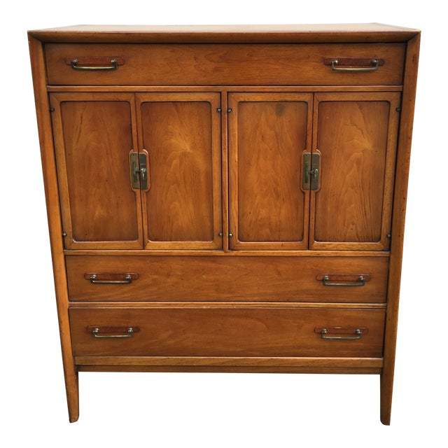 1960s Vintage Drexel Mid-Century Meridian Walnut Tall Chest 5 Drawer Dresser For Sale