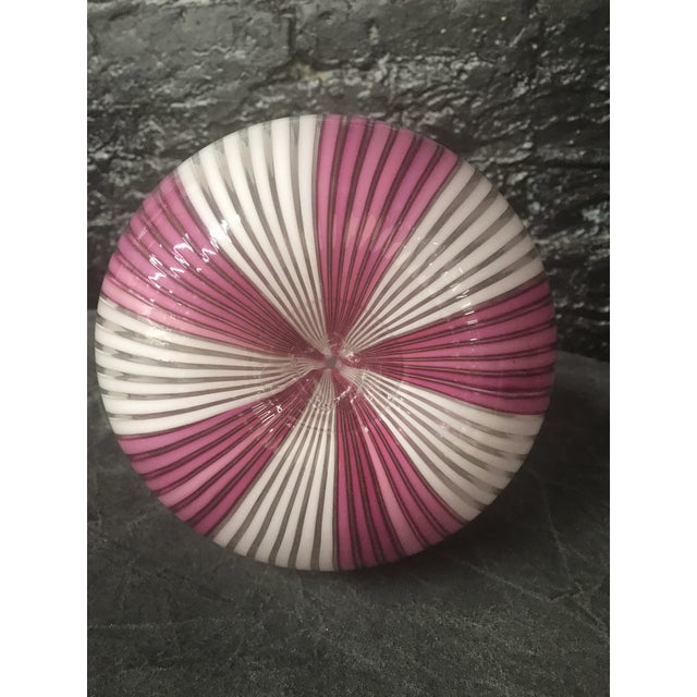 1950s Tall Mezza Filigrana Hot Pink and White Striped Murano Vase Attributed to Aureliano Toso For Sale - Image 5 of 13