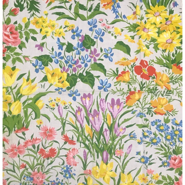 Farmhouse Mid 20th Century Vintage Spring Time Floral and Yellow Dinner Napkins - Set of 10 For Sale - Image 3 of 7