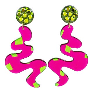 Oversized Space Age Dangling Hot Pink Green Lucite Clip-On Earrings For Sale