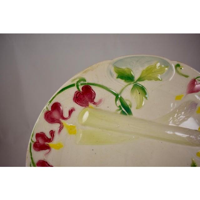 Aesthetic Movement K&G St. Clément French Faïence Bleeding Heart Asparagus Plate For Sale - Image 3 of 10