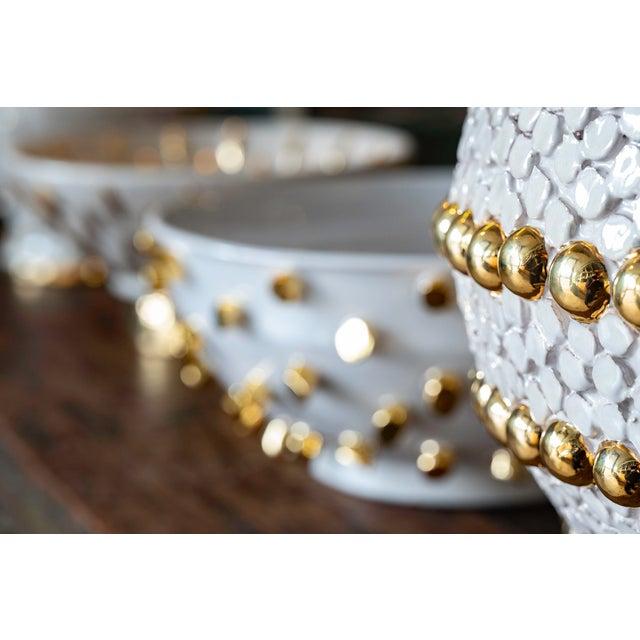 Cream Round Ceramic Vase with 24 Karat Gold Details, ND Dolfi For Sale In San Francisco - Image 6 of 10