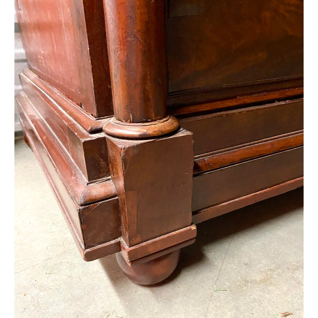 Metal Early 19th Century English Regency Figured Mahogany Linen Press For Sale - Image 7 of 13