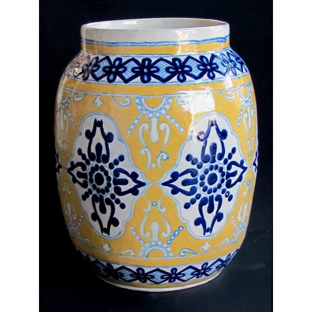 """1980s Large & Good Quality Mexican Mustard Glazed Barrel-Form Pot With Cobalt Blue Decoration; Undersigned With Maker's Mark """"Uriate Talavera Pue., Mexico' For Sale - Image 5 of 5"""