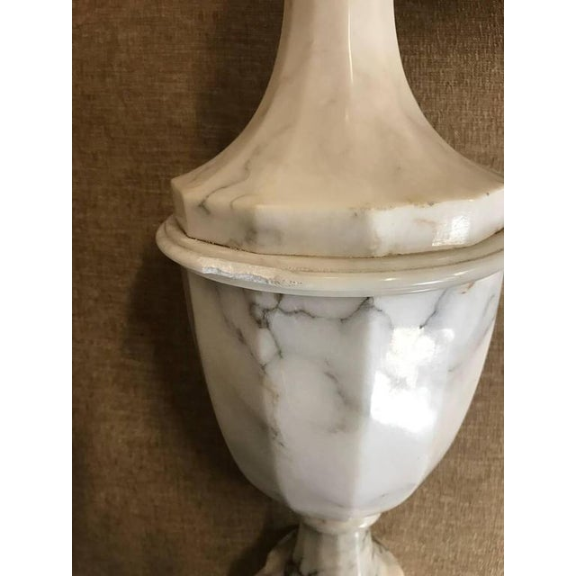 1950s Pair of Neoclassical Italian Marble Urn Lamps For Sale - Image 5 of 6