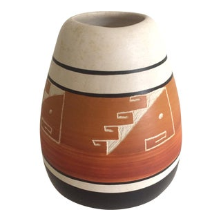 Vintage Native American Navajo Signed Etched Sienna Pottery Vase For Sale