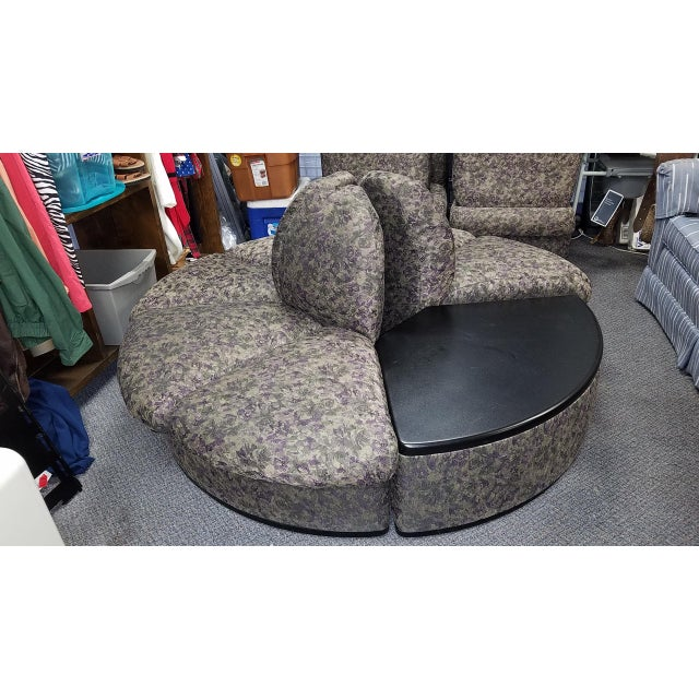 Vintage Brocade Round Lobby Settee For Sale - Image 4 of 6