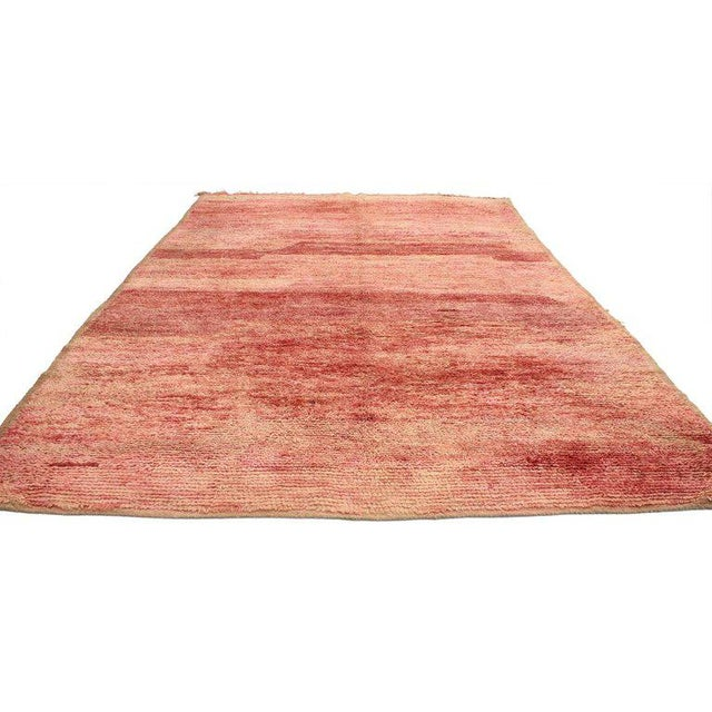 20593 Vintage Berber Moroccan Rug with Sunset Colors 06'02 x 09'02. A beautiful blend of fiery red and softer tones come...