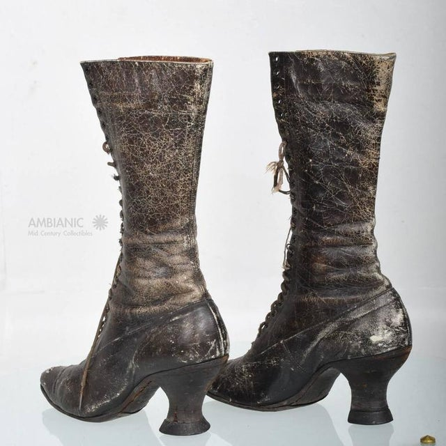 Late 19th Century Pair of Ladies Victorian High-Top Leather Boots For Sale - Image 5 of 9