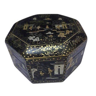 Chinese Chinoiserie Laquer Box For Sale