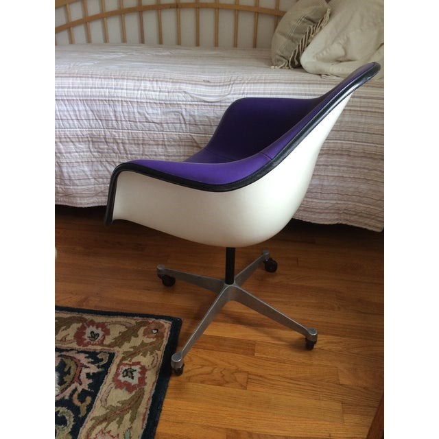 Eames Herman Miller Purple Armshell Chair - Image 4 of 5