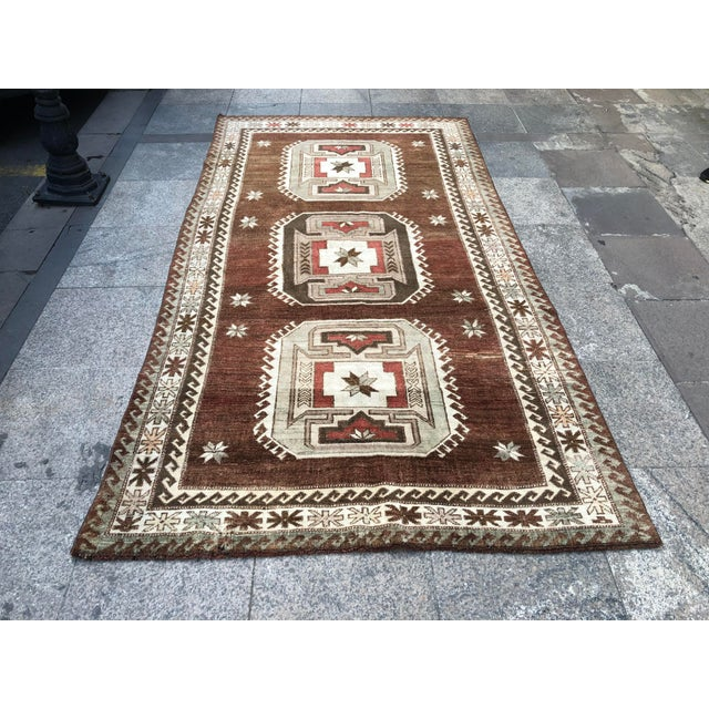 1960s Vintage Handmade Turkish Bohemian Wool Rug- 4′5″ × 8′4″ For Sale - Image 11 of 11
