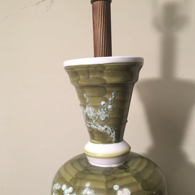 Ceramic 1960s Mid-Century Chinoiserie Chilo Lamp For Sale - Image 7 of 8