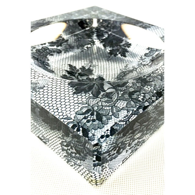 "Black Alexandra Von Furstenberg Modern Lucite Square & Round Optic ""Lace"" Bowl For Sale - Image 8 of 12"