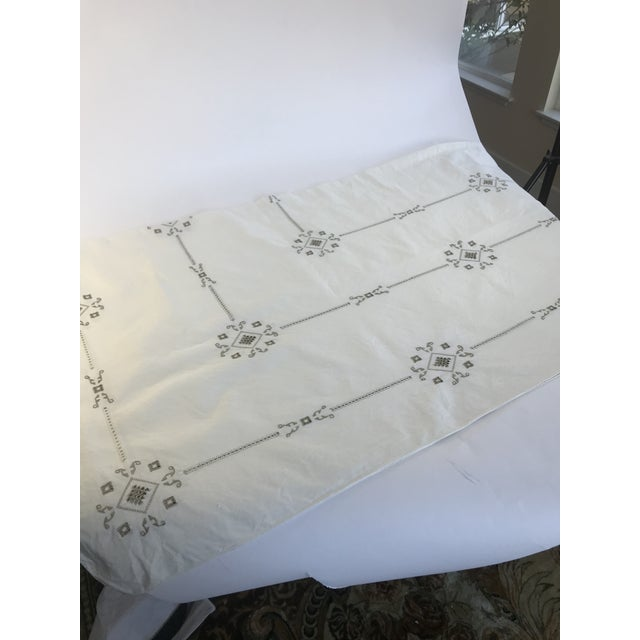 1960s Vintage Italian Cut Work Embroidered Tablecloth and Napkins - Set of 13 For Sale - Image 5 of 7