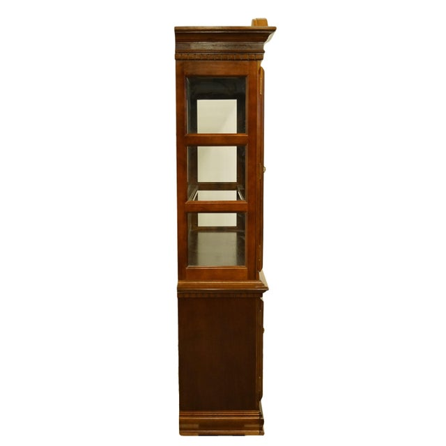 1990s Chippendale Universal Furniture Illuminated Display China Cabinet For Sale - Image 10 of 13