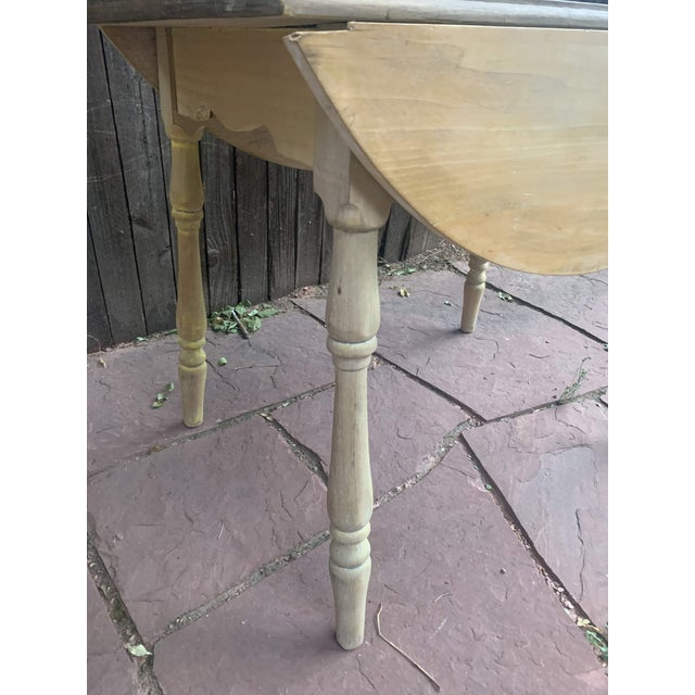 Early American Light Yellow Stained Pine Drop Leaf Dining Table For Sale - Image 10 of 13