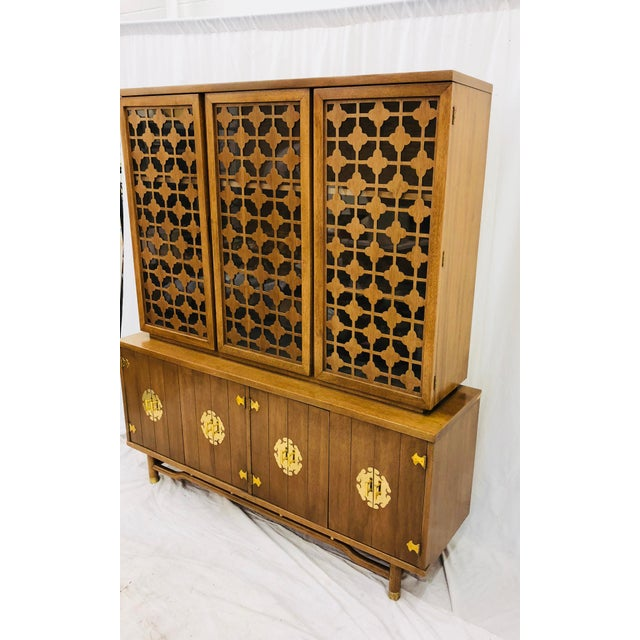 Mid 20th Century Vintage Mid Mod China Cabinet For Sale - Image 5 of 13