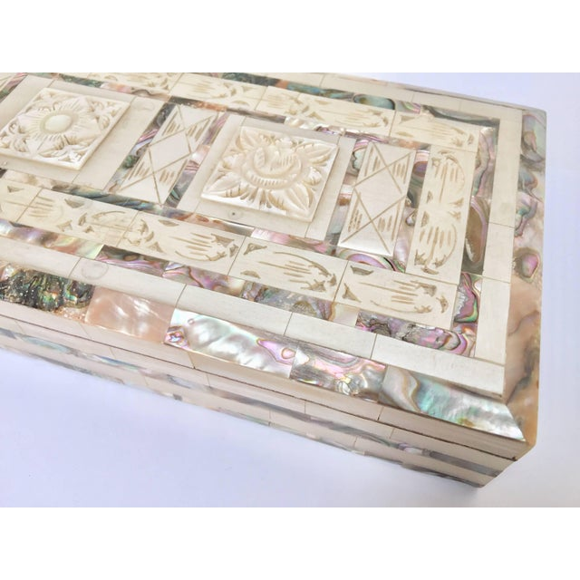 Middle Eastern Abalone and Mother-Of-Pearl Inlay Large Rectangular Box For Sale - Image 4 of 13