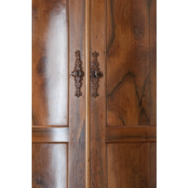 PAIR OF FRENCH 19TH CENTURY WALNUT CORNER CABINETS - Image 5 of 10