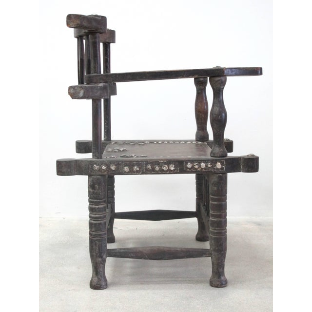 African Rare 1950s Ashanti Throne Chair For Sale - Image 3 of 10