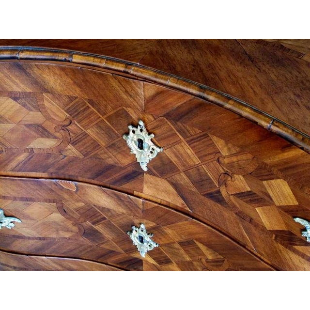 Baroque A Handsome and Good Quality German Baroque Serpentine-Form Parquetry and Walnut-Veneered 3-Drawer Chest For Sale - Image 3 of 5
