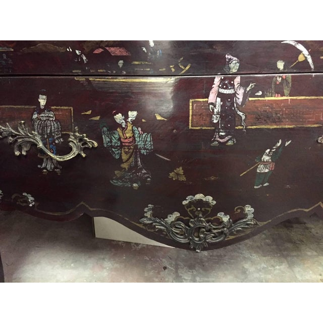 Pair of Louis XV Style Chinoiserie Marble-Topped Commodes For Sale - Image 9 of 13